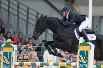 Nicola and Annie showjumping clear